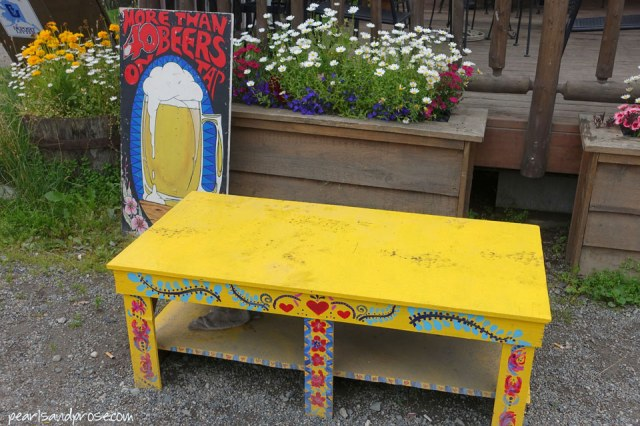talk_yellow_bench_web